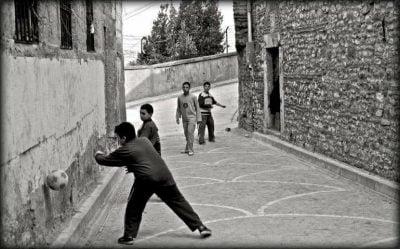 Unutulmuş Bir Çocukluğun Sokak Oyunları, günay aktürk, sokaktakiler, umudun çocuğu